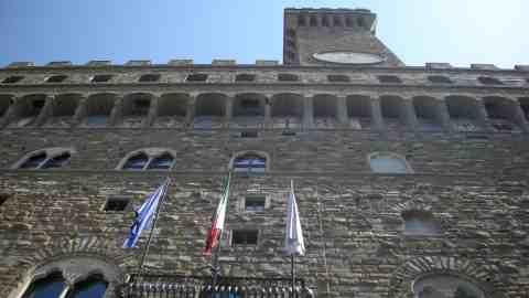 Tragedia a Lampedusa: bandiere a mezz'asta a Firenze