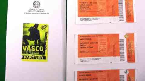 4eeb34f157 Biglietti e pass falsi Vasco Firenze - ObiettivoTre